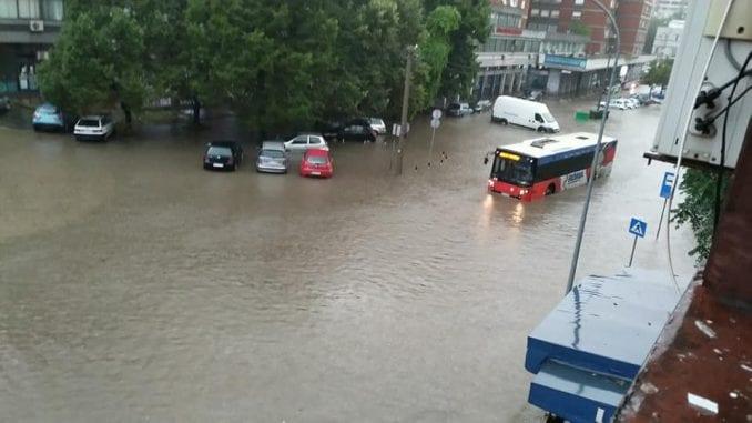 Kiša i nevreme ponovo izazvali probleme u saobraćaju u Srbiji (FOTO, VIDEO) 3