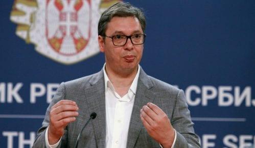 Vučić vatrogascima najavio povećanje plate od najmanje deset odsto 14