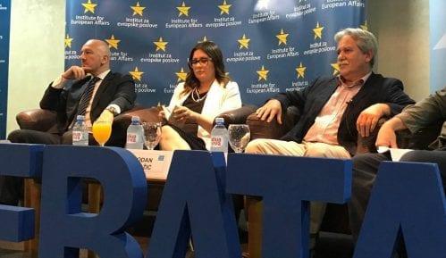 Vlast u Srbiji samo deklarativno za ulazak u Evropsku uniju 8