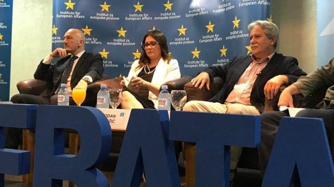 Vlast u Srbiji samo deklarativno za ulazak u Evropsku uniju 1