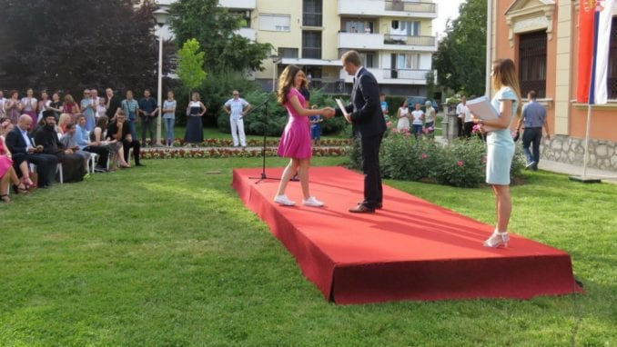 Grad Šabac nagradio 143 učenika i 88 nastavnika 1