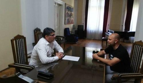"""Odbornik """"Niške inicijative"""" opet protestvovao zbog medijskog mraka u Nišu 5"""
