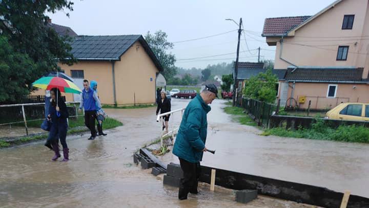 Marić: Voda se povlači, sad aktivnosti za povratak kućama (FOTO) 9