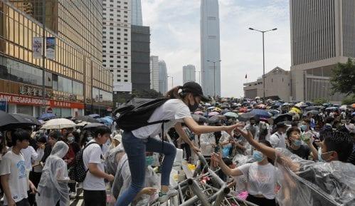 Suzavac i vodeni topovi protiv demonstranata u Hongkongu 12