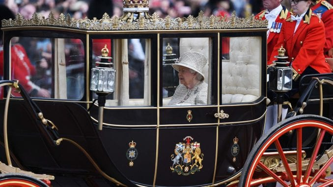 Britanska kraljica Elizabeta Druga obeležila rođendan tradicionalnom paradom 3