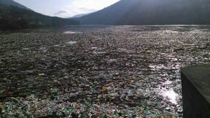 Čišćenje jezera Potpeć u Priboju 26. juna 1
