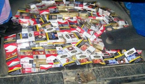 """Gradina: """"Nafilovali"""" automobil sa više od 2.000 paklica cigareta 14"""