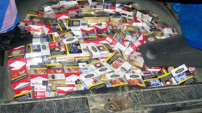 """Gradina: """"Nafilovali"""" automobil sa više od 2.000 paklica cigareta 4"""