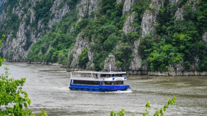 Još jedan turistički brod u sektoru Đerdapa 1