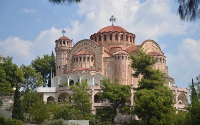 Grčki sveštenici će blagosloviti šumu da bi je spasli od insekata 1