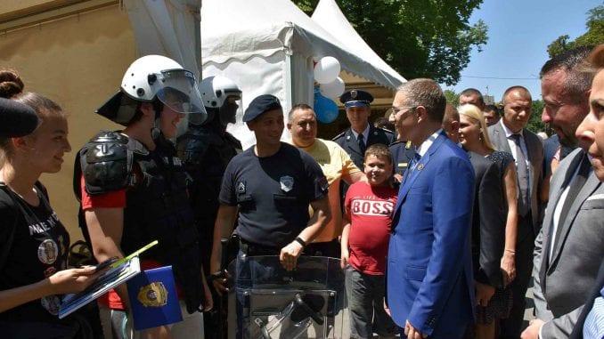 Stefanović: Zahvaljujući radu profesionalaca iz policije, živimo u bezbednoj i stabilnoj državi 1