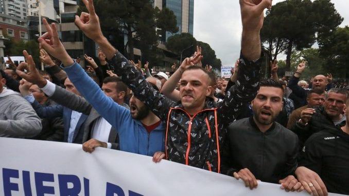 Hiljade pristalica albanske opozicije ponovo protestovale u Tirani 1