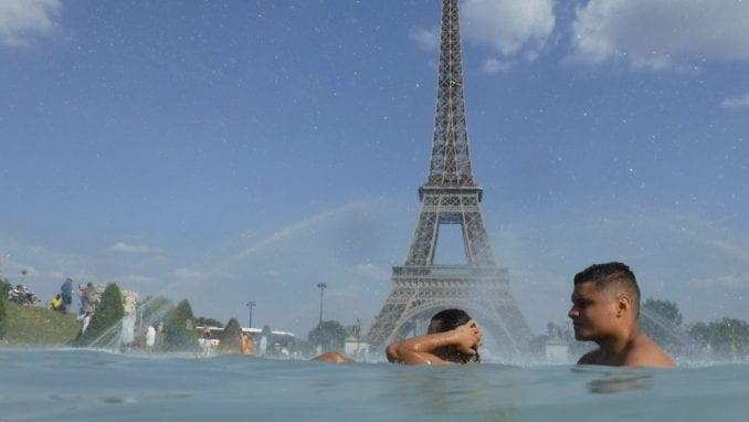 U Parizu zabranjen saobraćaj za starija vozila zbog toplote i zagađenja 3