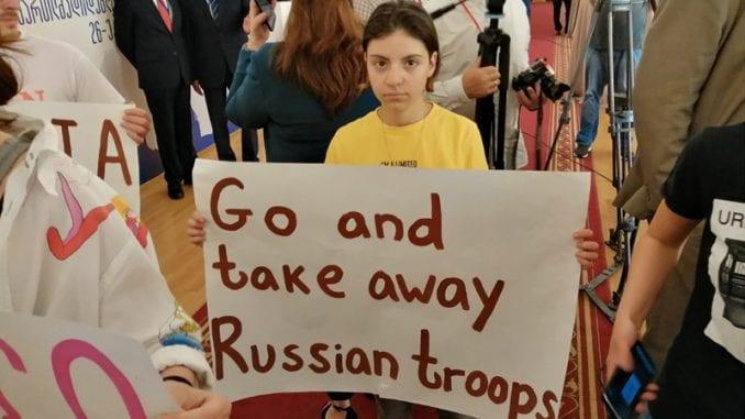 Interparlamentarna skupština pravoslavlja u Tbilisiju prekinuta zbog učešća poslanika ruske Dume 4