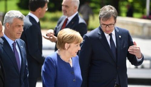 """Selaković: Današnji telefonski razgovor Vučića i Merkel deo """"operacije Pariz"""" 10"""