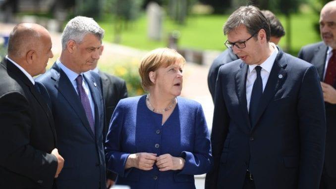 Huper za VOA: Vučiću lakše da se sporazume sa Tačijem nego da pridobije Merkel 4