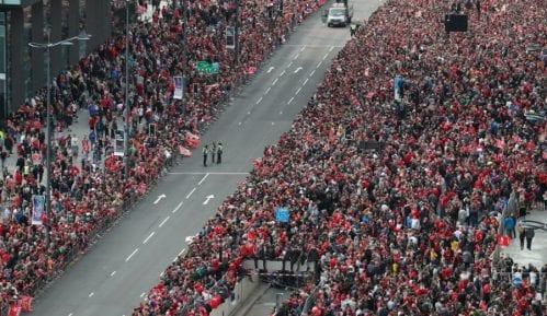 Pola miliona ljudi dočekalo fudbalere Liverpula 10