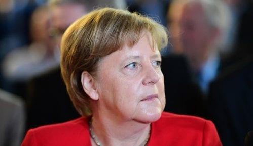 Angela Merkel ponovo sedela tokom intoniranja himne 1