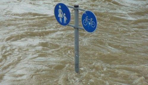 Poplave u Tivtu, zatvoren put 6