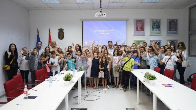 Osnovci iz Vranja posetili Kancelariju za IT i elektronsku upravu 1