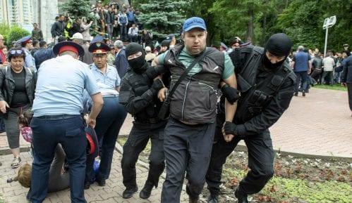 Preko sto ljudi pritvoreno na demonstracijama protiv vlade u Kazahstanu 9