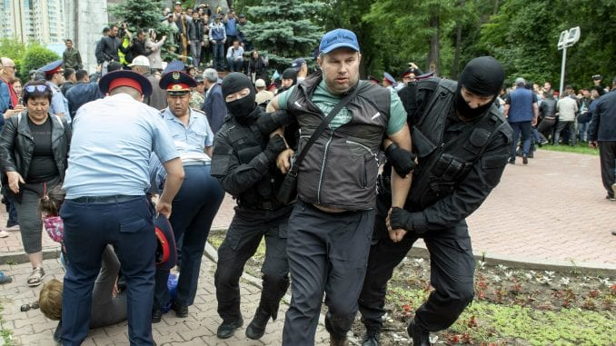Dan izbora u Kazahstanu: Uhapšeno nekoliko stotina demonstranata 1