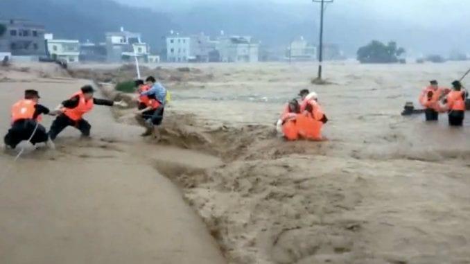 Najmanje 19 žrtava poplava u Kini 1