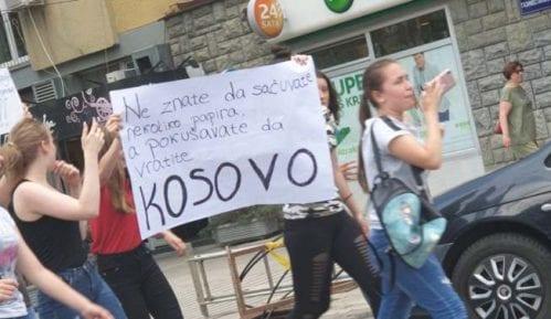 Osmaci protestovali ispred Gradske i Školske uprave Kruševac, traže poništavanje ispita 7