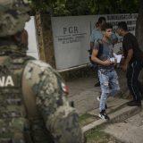 Meksiko neće zaustavljati migrante koji prelaze granicu sa SAD 10