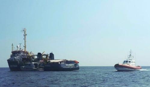 Brod s migrantima zaglavljen na Sredozemlju traži pomoć od tri članice EU 14