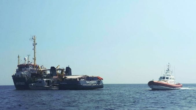 Nekoliko zemalja EU prihvatilo da primi migrante sa broda kod Italije 3