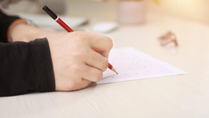 Disciplinski postupak protiv učiteljice koja je đacima zadala da crtaju trobojku 2