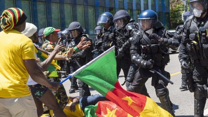 Švajcarska policija bacila suzavac da rastera demonstrante iz Kameruna 2