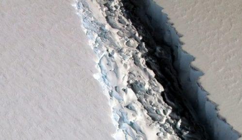 Na Grenlandu se u jednom danu istopilo dve milijarde tona leda 11
