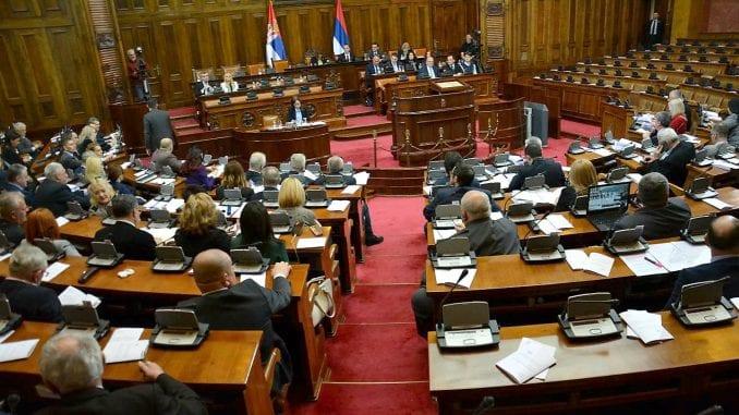Skupština o predlogu da se u odborima članovi DJB zamene poslanicima SMS 4