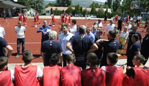 Ministar Vanja Udovičić posetio sportski kamp Karataš kod Kladova 14