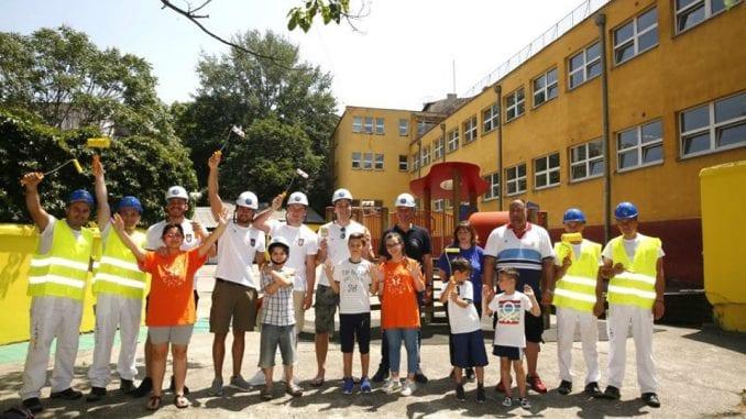 Vaterpolisti uredili dvorište osnovne škole za decu sa smetnjama u razvoju 1