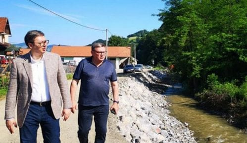 Vučić u obilasku poplavljenih područja: Država će pomoći ugroženom narodu  (VIDEO) 6