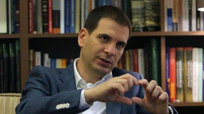 """Jovanović (DSS): Država """"na svaki način"""" mora da radi na povlačenju priznavanja Kosova 1"""