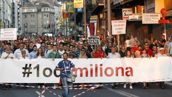 Učesnici protesta poručili Vučiću da mu neće proći pokušaj podele građana (FOTO/VIDEO) 3