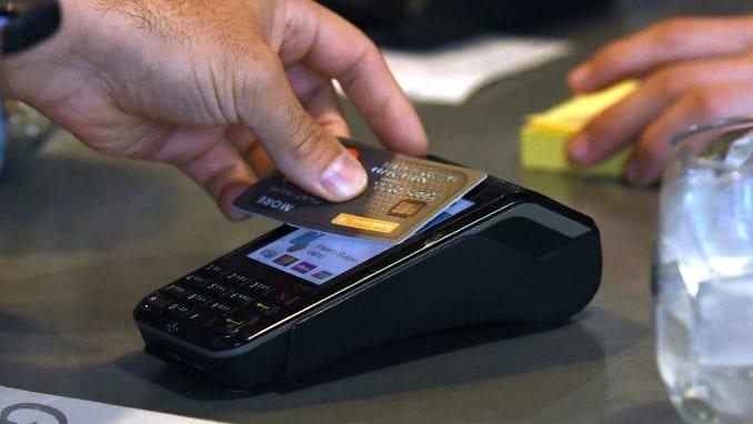 Više od 4.000 taksi, naknada i poreza plaćeno karticama 2
