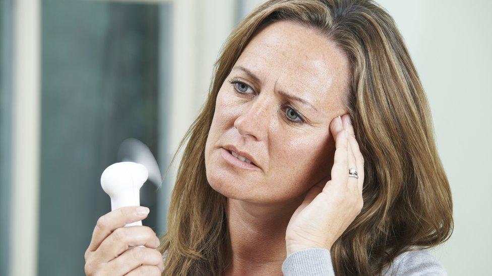 Nagli napadi vrućine uobičajeni su simptomi pred početak menopauze