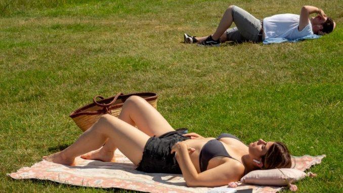 Šetnja u kupaćem, vožnja u papučama i druga pravila ponašanja na Hvaru i ostalim turističkim destinacijama 3