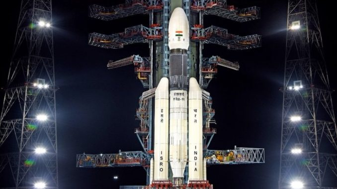 I Indija krenula u svemir- lansirana raketa, cilj južni pol Meseca 1