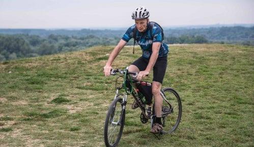 Irac Judžin Hamil vozi bicikl i snima u humane svrhe 13