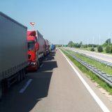 RTS: Na Jarinju zaustavljeni kamioni iz centralne Srbije 10
