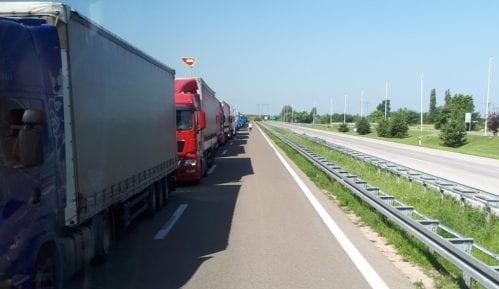 AMSS: Kamioni satima čekaju prelazak granice Srbije 11