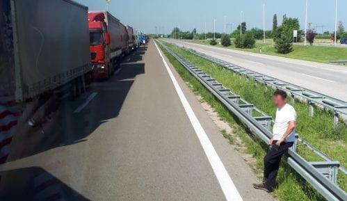 Obustavljen saobraćaj preko graničnog prelaza Gradina 15