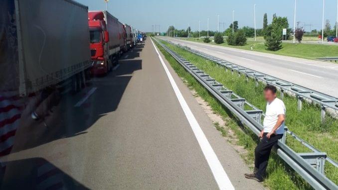Putnička vozila na Gostunu čekaju dva sata na ulaz u Srbiju 1