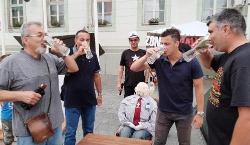 Izabran naj lažov i pobednik u ispijanju vode 1